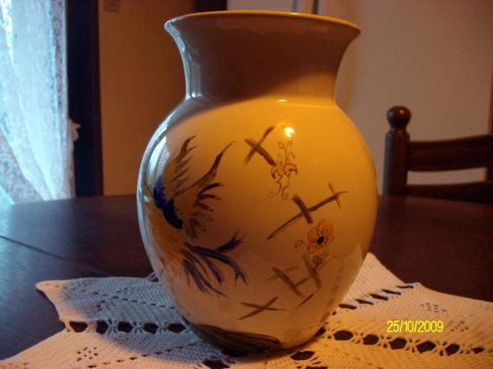 """Vase façon """"moustier"""""""